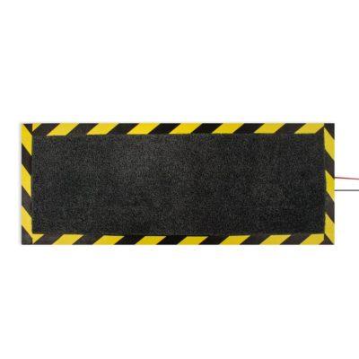 mata osłaniająca kable na podłodze