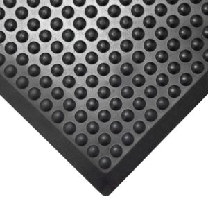 bubblemat-mata-czarna-gumowa-w-użyciu