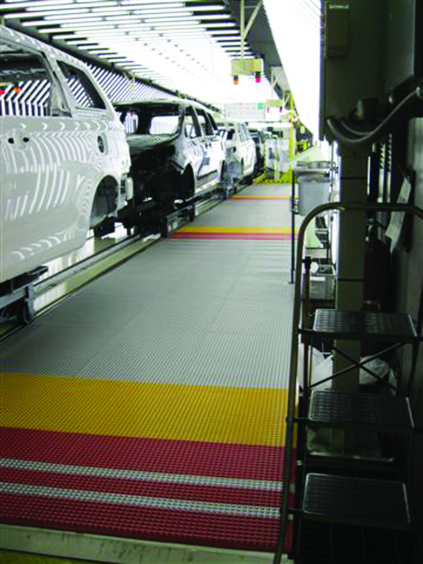 infinity - mata automotive w zakladzie pracy