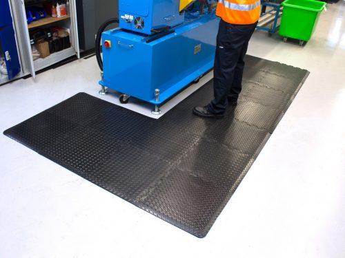 mata modulowa deckplate connect na stanowiska pracy, przykład zastosowania w zakładzie