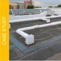 Jak zapewnić bezpieczny dostęp pracowników do dachu z wieloma rurami, peszlami i częstymi opadami deszczu?  | Case Study