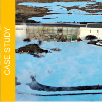"""Jak zapewnić bezpieczne i wygodne podłoże do chodzenia na boso? Rozwiązanie dla 400 000 rocznie odwiedzających znane islandzkie SPA """"Blue Lagoon"""".."""