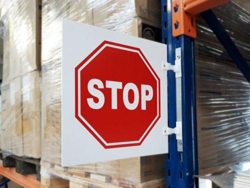 znak stop magazynowy, znak stop na regał magazynowy, znak uchylny na regał magazynowy