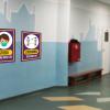 oznakowanie epidemiczne covid, naklejki podlogowe dla szkół, tabliczki ostrzegawcze koronawirus